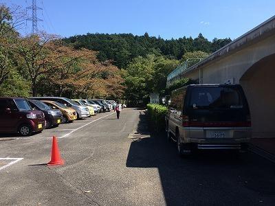 町民体育祭で混む駐車場.jpg