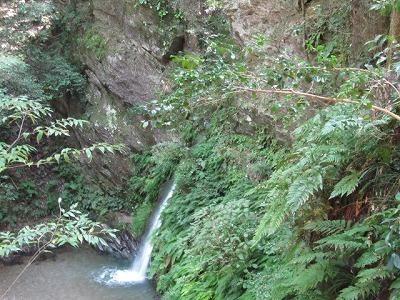 遊歩道上からの宿谷の滝.jpg